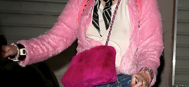 Ennesimo look stravagante di Miley Cirus [FOTO]