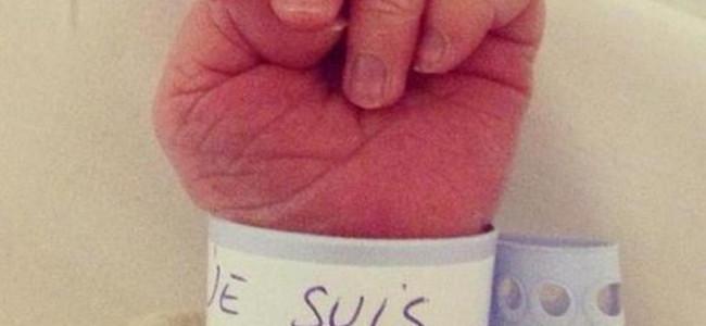 Attentato Parigi: la solidarietà sull web per Charlie Hebdo [FOTO]