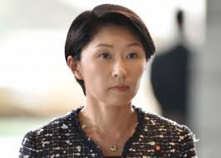 Spesi 74mila euro pubblici in prodotti di bellezza e la ministra giapponese si dimette