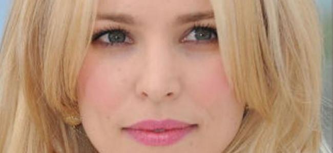 Frangia Gringe, l'ultima tendenza per i capelli: fra le Stars è già gettonatissima [FOTO]