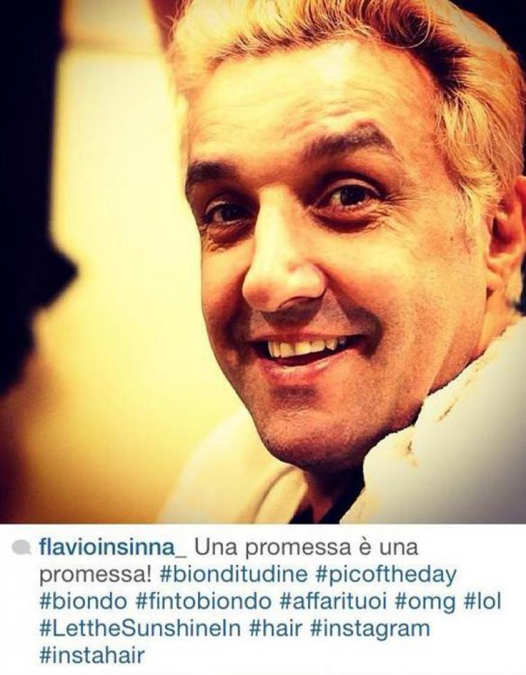Flavio Insinna ha mantenuto la promessa e si è fatto biondo