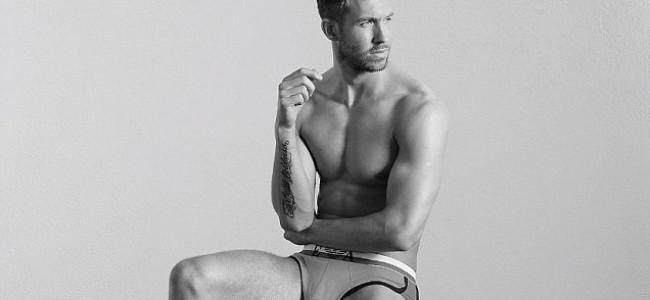 Calvin Harris, il nuovo sex symbol scelto da Armani per la collezione Underwear