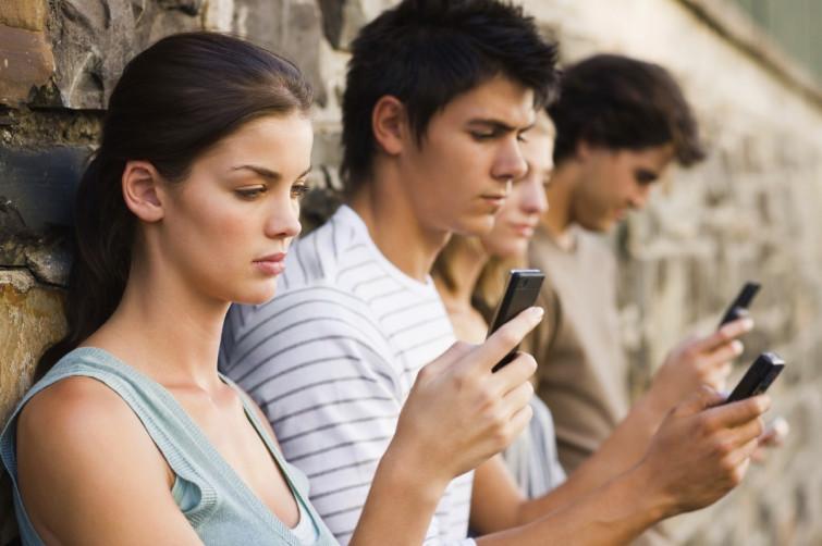 """Ecco 5 buoni consigli per guarire dalla """"smartphone dipendenza"""" [VIDEO]"""