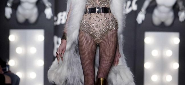 New York Fashion Week 2015: The Blonds presenta una donna sensual-aggressive [GALLERY]