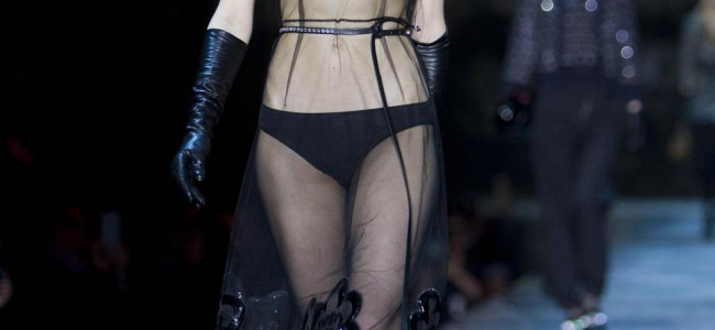 Nudità e trasparenze per la donna di Marc Jacobs alla New York Fashion Week [GALLERY]