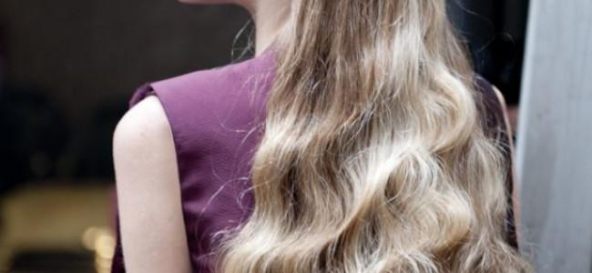 Il metodo Wella per avere capelli mossi come in passerella, senza usare la  piastra
