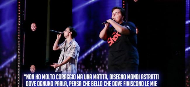"""Italia's got talent: la commovente esibizione dei due giovani disabili che """"vogliono cambiare il mondo"""" [VIDEO]"""