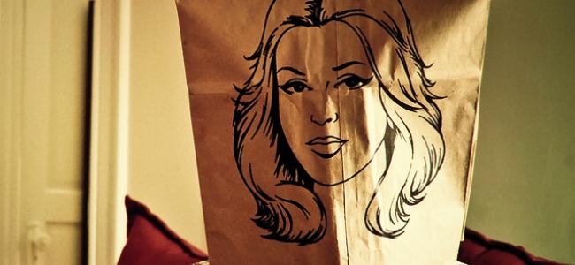 """Ugly Bag: il sacchetto da mettere in testa alle persone """"brutte"""" [GALLERY]"""