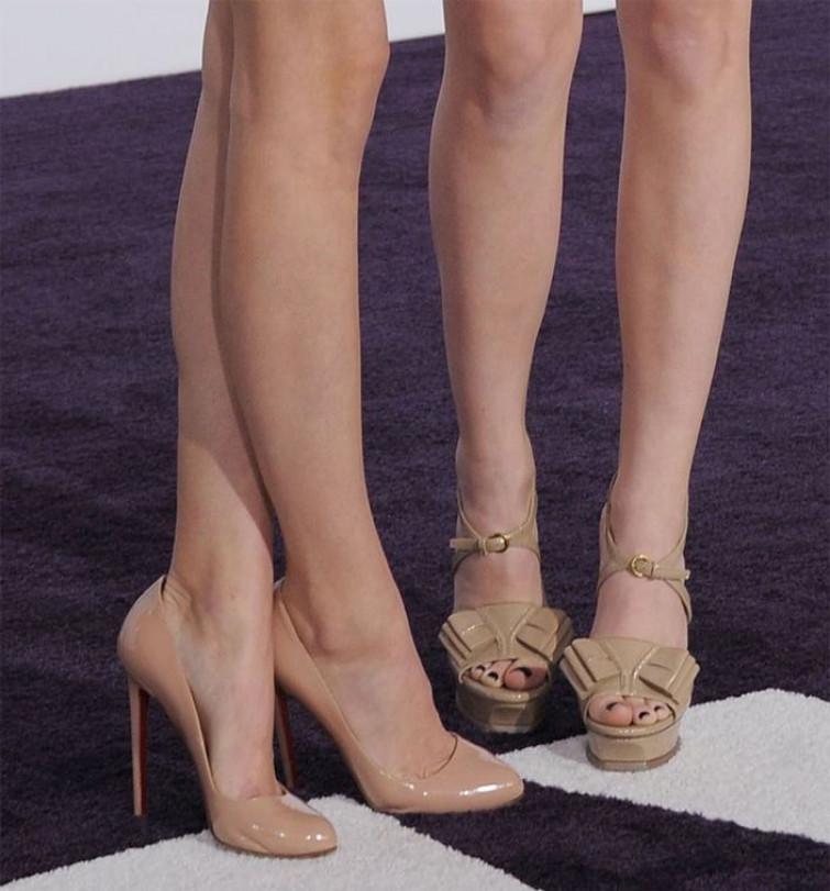 """Le scarpe che ti slanciano le gambe sono """"nude"""""""