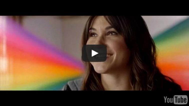 Arrivano gli occhiali per i daltonici, anche loro potranno vedere il mondo a colori [VIDEO]