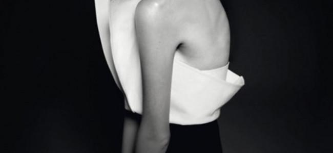La camicia bianca, arte che prende vita: l'ingegno di Gianfranco Ferrè in mostra a Milano [GALLERY]