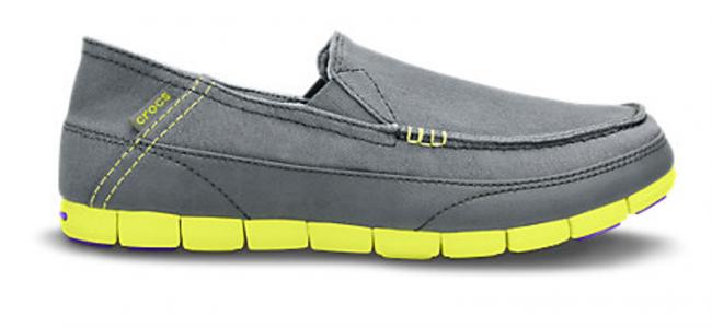 Le scarpe pieghevoli, a prova di valigia: i nuovi modelli per lui e per lei by Crocs