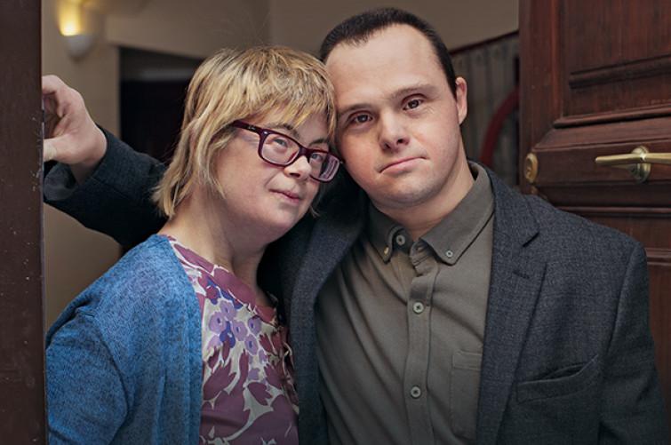 Sindrome di Down: la tenera proposta di matrimonio, il loro amore non è diverso [VIDEO]