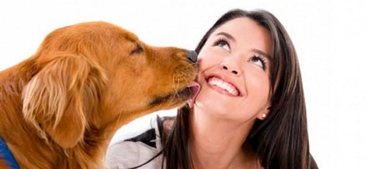 I baci dei cani fanno bene alla salute dell'uomo, ecco perchè