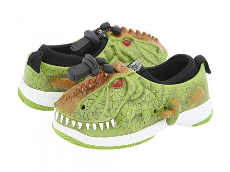 """""""Perchè le bambine non possono indossare le scarpe dinosauro?"""": la protesta social di Sophie"""