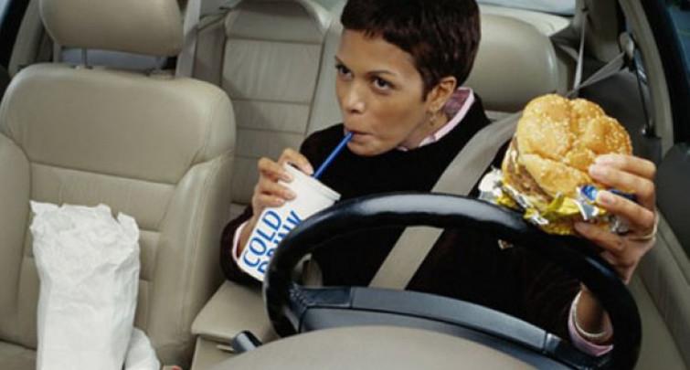 Guidare a pancia piena è come guidare in stato di ebbrezza