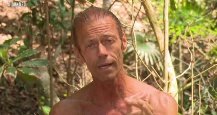 Scandalosa Isola dei Famosi: Rocco Siffredi si spoglia nudo durante la diretta