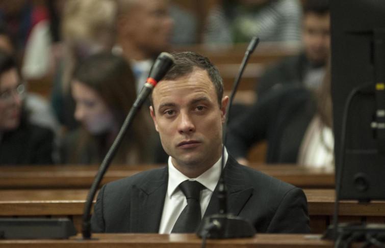 Oscar Pistorius in cella: mangia solo cibi in scatola per paura di essere avvelenato