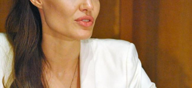 Angelina Jolie si fa asportare le ovaie per paura del cancro