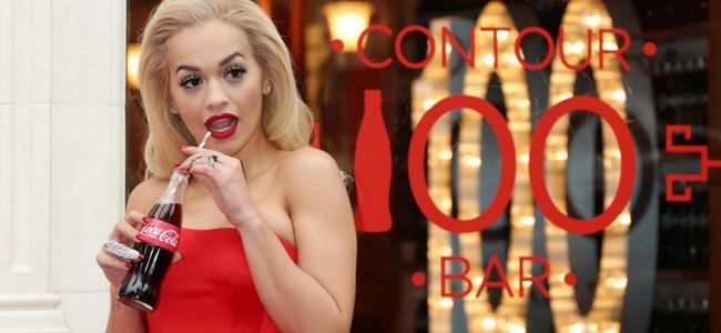 Rita Ora: sexy madrina in rosso per il Coca Cola Contour Centenary Bottle [GALLERY]