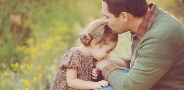 Secondo uno studio i padri sono più attenti ai bisogni delle figlie femmine