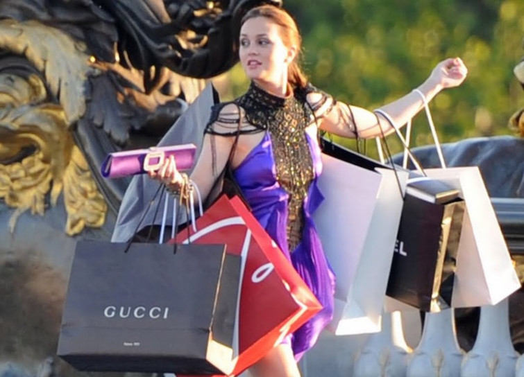 Italiani shopping addicted, uno su due compra più del necessario