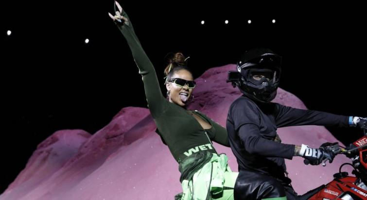 Rihanna si ispira ad un look da centauro per lo show Penty Puma