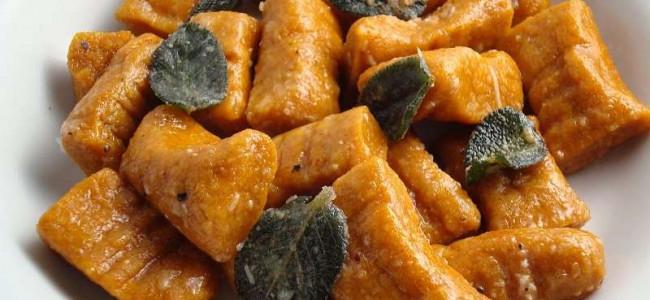 Gnocchi alla zucca con burro, salvia e granella di nocciole