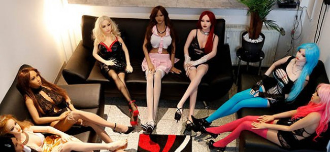 Nuove frontiere per il sesso: in Germania apre il bordello di escort sex-doll [GALLERY]