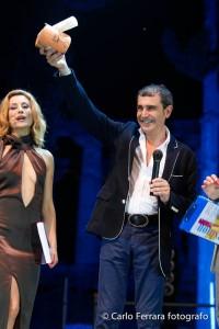 Foto Michele Miglionico con premio