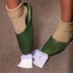 pantofole-scopa-e-paletta