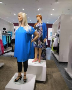 2013_03_Amazing_Normal_Size_12_Mannequins-003