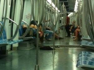 Fanno-sesso-in-metro-a-Roma-e-gli-scattano-la-foto