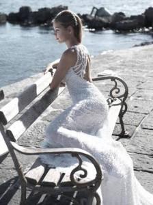 Una cascata di diamanti, ecco l'abito da sposa da sogno