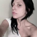 lady-gaga-no-makeup-selfie