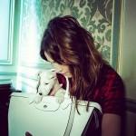 alexa-chung-longchamp-autun-winter-2014-cute-dog-white-le-pliage-bag