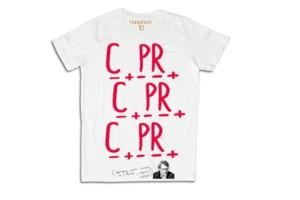 Vittorio Sgarbi firma T-shirt per Happiness