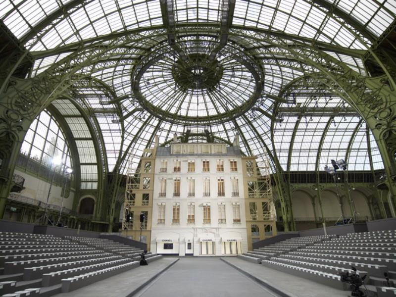 boulevard chanel al grand palais di parigi. Black Bedroom Furniture Sets. Home Design Ideas