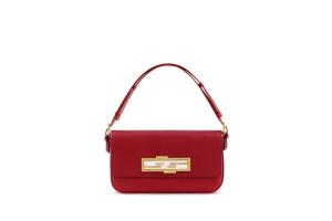 04_FENDI-3Baguette-Bag_FF-logo-rotated-to-open-the-bag_1