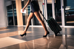 valigia e donna