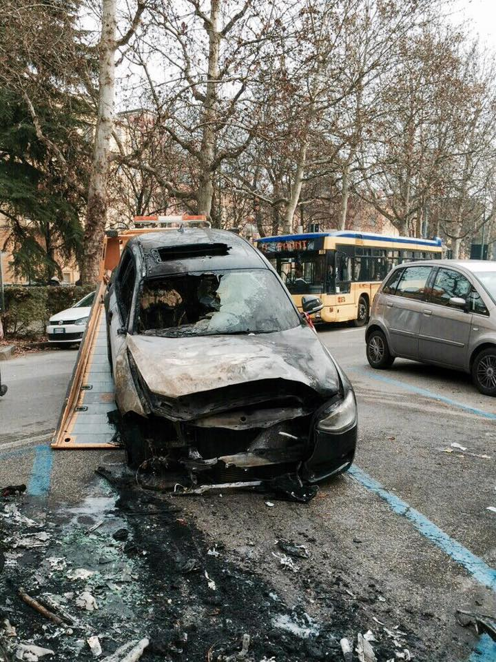 Bruciata L Auto Di Francesco Sole Il Suo Sfogo Su Facebook
