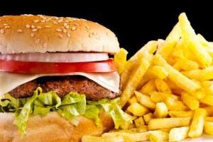 R-104260125-hamburger-patatine