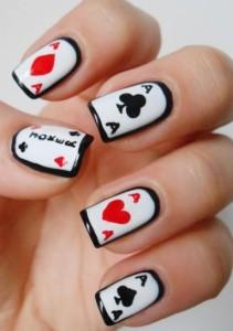 unghie-con-carte-da-gioco