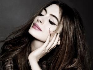 Anne-Hathaway-trucco-occhi-grandi-L7C6