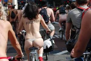 nudi-in-bicicletta