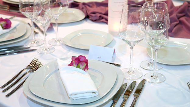 Guida al giusto uso delle posate al ristorante ecco tutti - Posizione posate a tavola ...